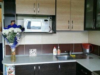 ОЧЕНЬ СРОЧНО СРОЧНО !!!! Обычное жилое состояние , изолированные комнаты, хорошая встроенная кухня остаётся в подарок, отличный кафель в ванной, балкон застеклён в Бийске