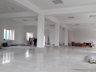 Сдается в аренду отдельно стоящее здание вдоль дороги,  Имеется парковка,  Готовность 90% Высота потолка 3,0 м,  Каждый этаж по 285 кв, м, в Хабаровске