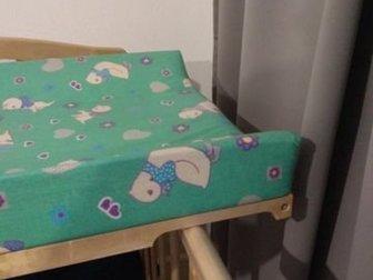 Пеленальная доска в отличном состоянии,  Универсальная, подойдёт на любую кроватку,  Мягкая,  Имеет бортики по краям, во избежании падения ребёнка,  Очень удобно в Ижевске