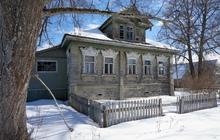 Добротный бревенчатый дом, в жилом селе с газификацией, 240 км от МКАД