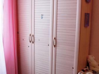 Смотреть foto Мебель для детей Шкаф трехстворчатый 39079921 в Кемерово