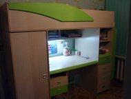 кровать чердак кровать-чердак с письменным столом, шкафом для белья и полками. Ц