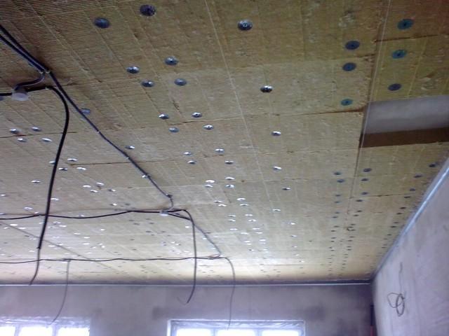 Утепление потолка в доме своими руками