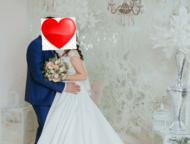 Продам свадебное платье Продаю свадебное платье размер 42-44, по спинке замочек.