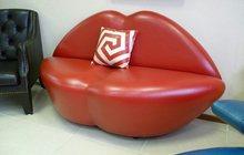 диван в виде губ
