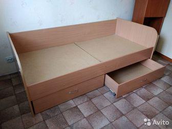 Продам кровать, 2 выдвижных ящика для белья, Матрас можно забрать, можете новый купить, Состояние очень хорошее,  Почти отличное,  Самовывоз в Красноярске