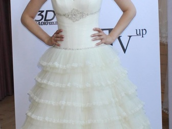 Скачать бесплатно фото  свадебное платье прямого силуэта 40053940 в Москве