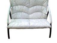 Офисный диван двухместный Офисный диван двухместный  Мягкое сиденье для двух человек.   Прочный крепкий металлический каркас.   Обивка черным кожзамен, Магнитогорск - Офисная мебель