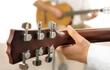 Уроки игры на гитаре для начинающих проходят