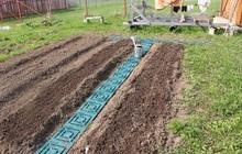 Дорожки между грядок для огорода из сборных пластиковых плиток