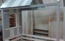 Кровать-домик из натурального дерева