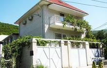 Большой дом с номерами для отдыхающих в Сукко