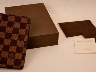 Увидеть foto  Обложка для паспорта Louis Vuitton Damier 32390654 в Москве