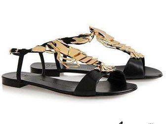 Увидеть foto Женская обувь Босоножки Giuseppe Zanotti Lobster 32797648 в Москве