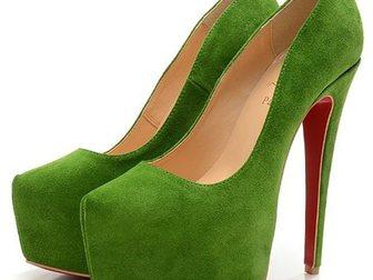 Смотреть изображение Женская обувь Туфли Christian Louboutin Suede 33052983 в Москве