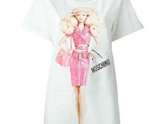 Скачать бесплатно фото Женская одежда Футболка женская Moschino Barbie 33120124 в Москве