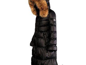 Скачать бесплатно фотографию  Зимнее длинное женское пальто-пуховик от Moncler 33374062 в Москве