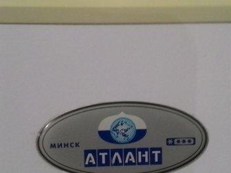 Смотреть фото Холодильники Холодильник Атлант KSHD256, б/у, рабочий 34119677 в Москве