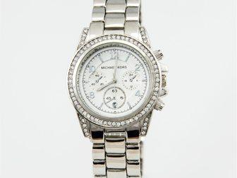 Просмотреть foto Часы Часы женские MK Blair, серебряные 34698374 в Москве