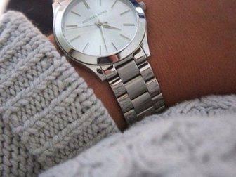 Свежее фотографию  Часы женские Michael Kors Runway, серебряные 34752017 в Москве
