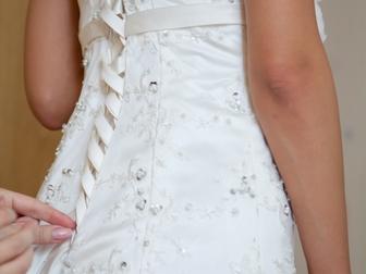 Смотреть foto Свадебные платья Платье свадебное со шлейфом айвори 39718203 в Москве