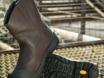 """Скачать бесплатно фотографию  Распродажа кожаной обуви класса Premium """"Red Wing Shoes"""",США 40159343 в Москве"""