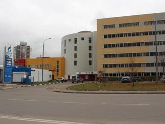 Машиноместо в крытой 6 этажной автостоянке, в здании имеется пассажирский лифт,  На территории гаражного комплекса мойка автомобилей и автосервис в Москве