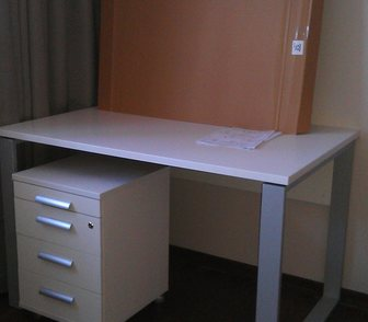 Изображение в Мебель и интерьер Мебель для детей Продам совершенно новый письменный стол и в Москве 60000
