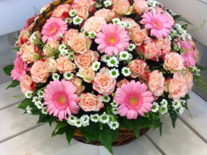 Организация праздников доставка цветов санкт петербург какой подарок выбрать женщине