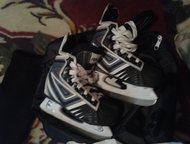 Для хоккея на мальчика 5-6 лет Коньки 30 р-р, шорты, шлем Bauer, рубашка, наколе