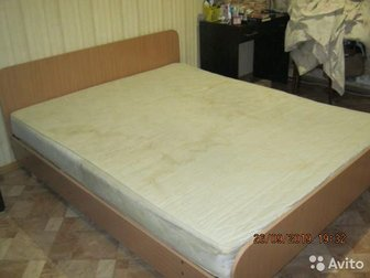двухспальгая деревянная кровать с пружинным мотрасом 2,00х1,65м,   под самовывоз, в Новосибирске