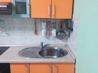 Кухня бу, Длина 2,15 метра, Высота шкафов 90см, Продаю с раковиной, варочной панелью Горени и вытяжкой,  (без духовки) в Новосибирске