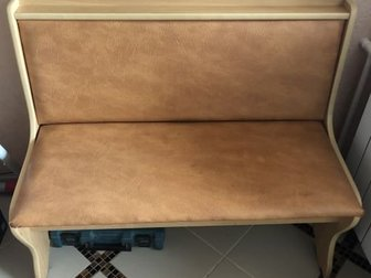 Продам диванчик кухонный от уголка, покрытие дерматин, размеры ширина 50см, длина 100 см, под сидением ящик для хранения предметов в Новосибирске