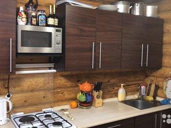Продаётся кухонный гарнитур в хорошем состоянии плита и микроволновка в комплект не входят в Новосибирске