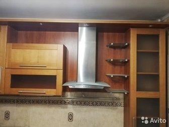 Продам отличный кухонный гарнитур, для кухни в 10 кв, м,  Производителя и страну производства к сожалению не знаю,  Кухня в хорошем состоянии,  Есть мелкие потертости в Новосибирске