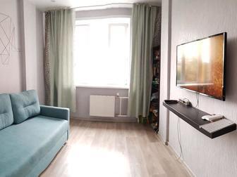 В продаже полноценная однокомнатная квартира,дом класса КОМФОРТ , Дом находится возле Сибирского молла, рядом две станции метро - Золотая Нива и Березовая роща, в Новосибирске
