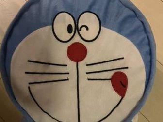 Внутри надувнушка, ее лучше заменить на холофайбер или на шарики для бескаркасных мешков, в Новосибирске