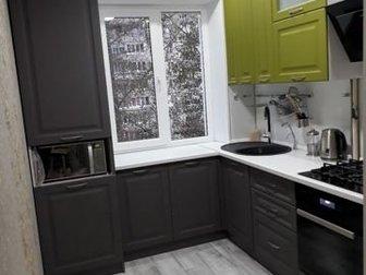 Кухонный гарнитур в разных цветах - 76000 руб,  Габарит - 2050*2300 мм,  Столешница влагостойкая,  Фасад МДФ пленочный фрезерованный под классику, карниз, мойка в Новосибирске