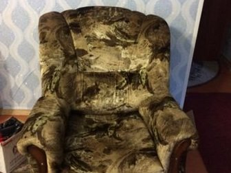 В отличном состоянии! Продажа в связи с переездом,  Механизм у дивана  рабочий,  Кресла очень удобные для отдыха, в Новосибирске