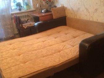 В хорошем состоянии,каркас металлический прочный ,на колёсиках,деревянными дугами ,обшивка дивана без потёртости и пятен,подлокотники отсоединяются ,имеется ящик в Новосибирске