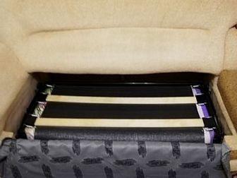 СРОЧНО Продам Угловой диван с креслом, имеется большая полка, и короб для хранения вещей, так же диван раскладывается имеется новый матрац, диван в отличном состоянии, в Орске
