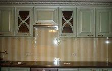 Кухонный фартук из стекла с фацетными элементами