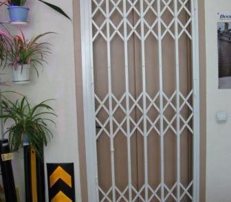 Фото в Строительство и ремонт Двери, окна, балконы Решётки раздвижные АМРА-М - прочные, светопрозрачные, в Ростове-на-Дону 0