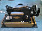Фото в Бытовая техника и электроника Швейные и вязальные машины Продаю ручную (механическую) швейную машинку в Санкт-Петербурге 3000