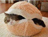 """Домик-лежанка Уютный домик-лежанка для кота """"Гамбургер"""" новый, размер М."""