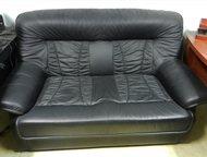 Кожаный комплект - диван + кресло б/у Кожаный комплект - диван 2-х местный + кре