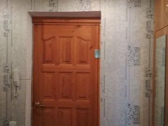 продам 2-х комнатную квартиру на Южном поселке по адресу Фрунзе 8,  1-й этаж высокий, комнаты изолированы, встроенная кухня, встроенный шкаф, натяжные потолки, санузел в Сарапуле