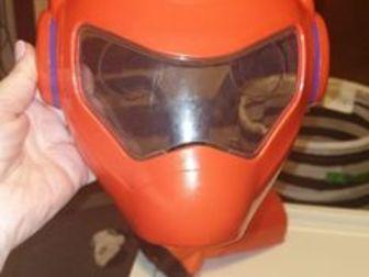 продам классный набор супер героя,   мало б, у ,  всё исправно,   кулак при нажатии отскакивает,  маска на лямках сзади фиксируется по голове ребёнка,  цена уменьшена в Волхове