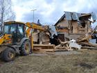 Фото в   Демонтаж, слом старых зданий с помощью погрузчика-экскаватора в Воскресенске 500