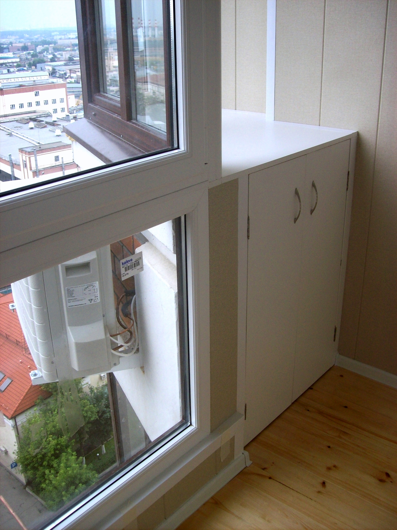 Остекление и отделка балконов. ремонт окон..